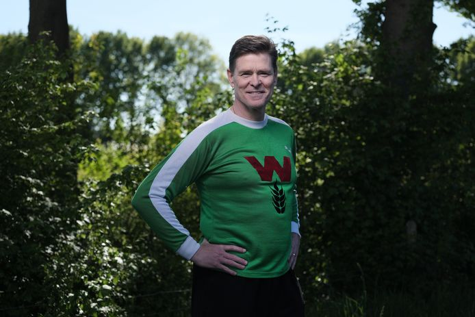 Rob McDonald in het unieke prijswinnende shirt van FC Wageningen.