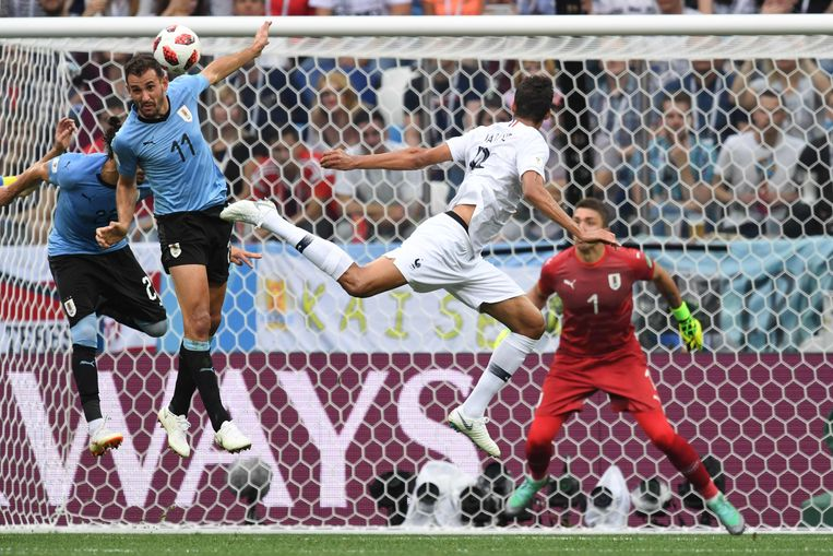 Varane kopt de 1-0 binnen tegen Uruguay.
