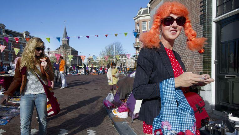 Amsterdamse feestvierders konden vanochtend al vroeg hun zonnebril opzetten vanwege het mooie weer. Beeld ANP