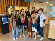 Helena en Maya zamelen 3.015 euro bij elkaar voor Fonds Kadee UZ