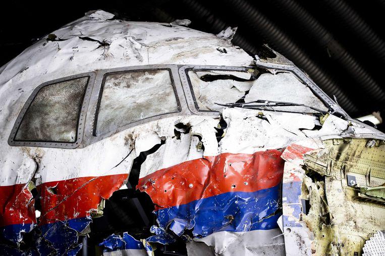 De reconstructie van het in 2014 neergeschoten MH17-toestel tijdens de schouw op vliegbasis Gilze-Rijen. Beeld ANP