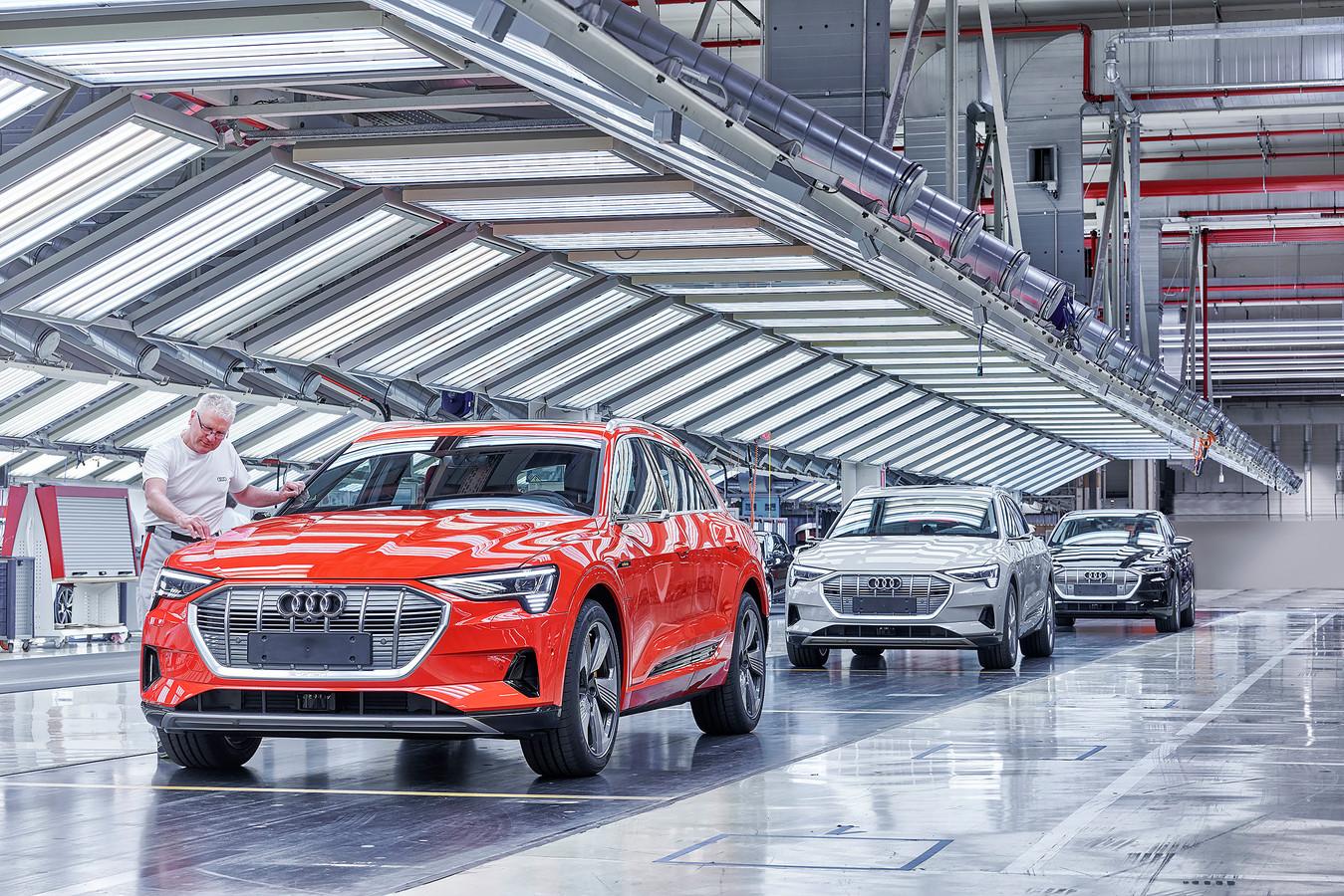 De eindinspectie van de productielijn van de Audi e-Tron in Brussel