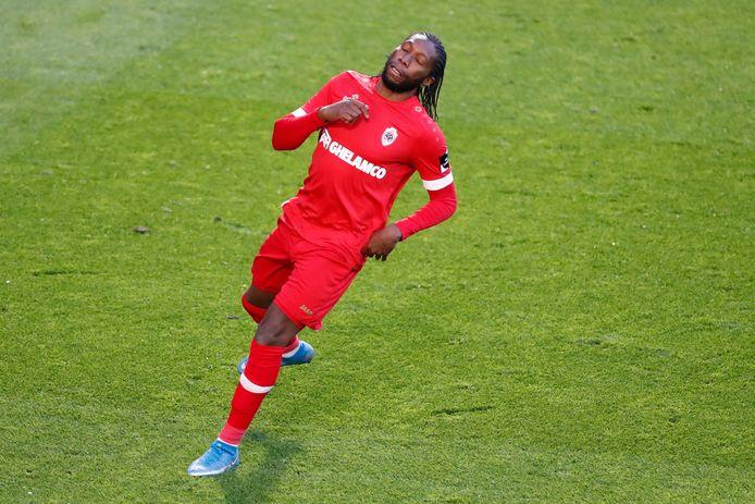Mbokani sluipt straks wellicht geruisloos weer in de basiself.