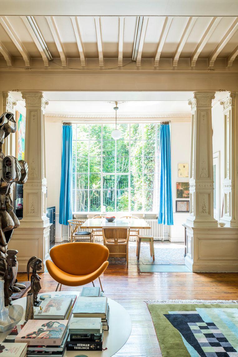 Hermans kunstverzameling bestaat uit erfstukken die al generaties in de familie circuleren en werken die hij zelf kocht of ruilde. Tijdens Kunstennacht, het jaarlijkse kunstparcours door Hasselt, gidst hij de bezoekers persoonlijk rond in huis. Beeld Luc Roymans
