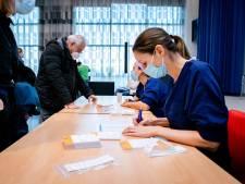 Vaccineren van huisartsen begonnen in het Albert Schweitzer ziekenhuis