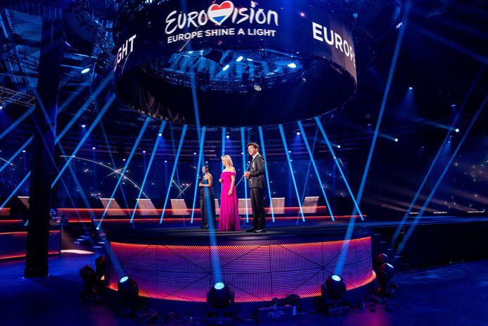 Chantal Janzen, Edsilia Rombley en Jan Smit tijdens de eenmalige speciale show Eurovision: Europe Shine A Light vorig jaar.