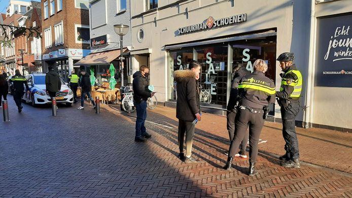 In de binnenstad van Oldenzaal werden jongeren aangesproken en weggestuurd.