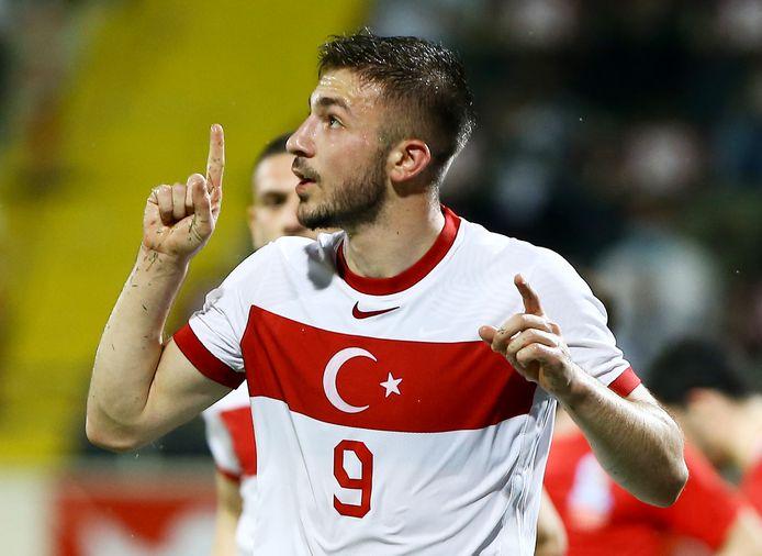 Halil Dervisoglu is blij na zijn treffer voor de Turkse ploeg.