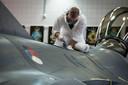 Schilderwerkzaamheden aan de F16.
