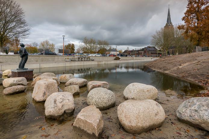 Het opgeknapte Van Greunsvenpark in Vlijmen.