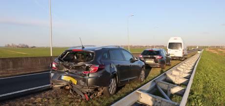 Auto's keren door middenberm op N50 tussen Zwolle en Kampen