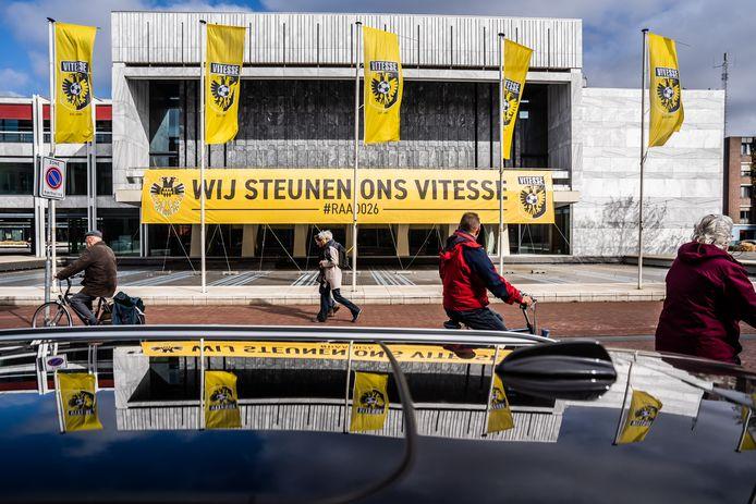wij steunen ons Vitesse spandoek op het gemeentehuis Arnhem