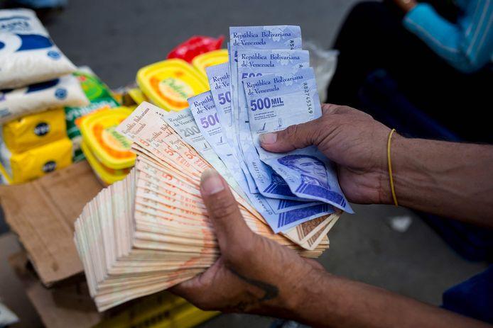 Voor het afrekenen van een pak rijst heb je inmiddels een pak geld nodig.