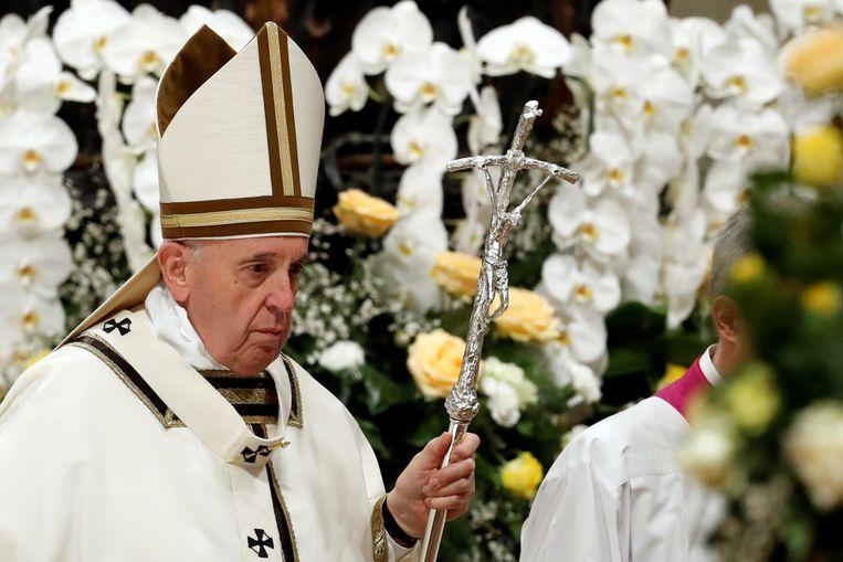Paus Franciscus na de paasviering in de Sint-Pietersbasiliek. Beeld REUTERS