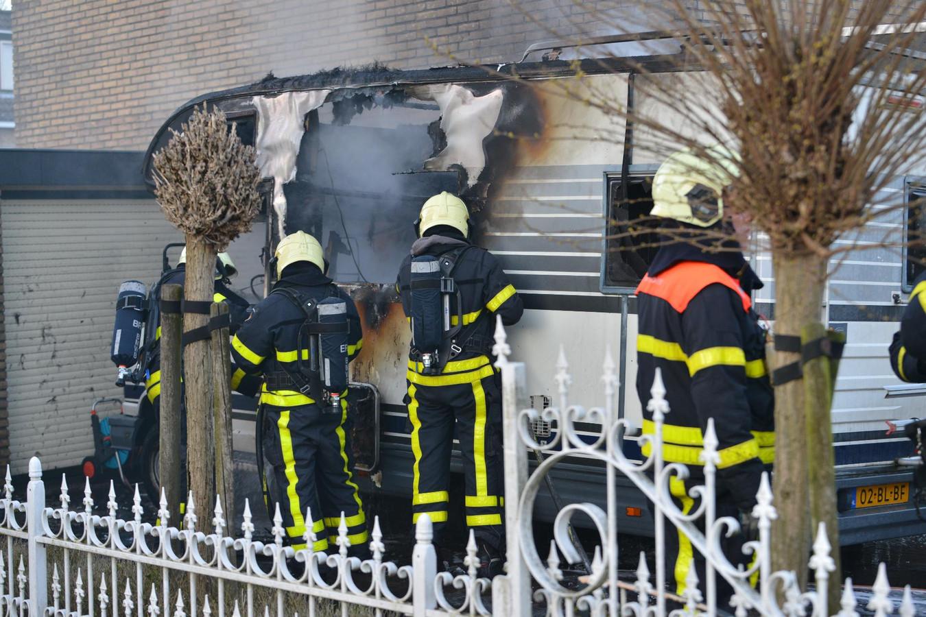 Camper brandt uit in Etten-Leur.