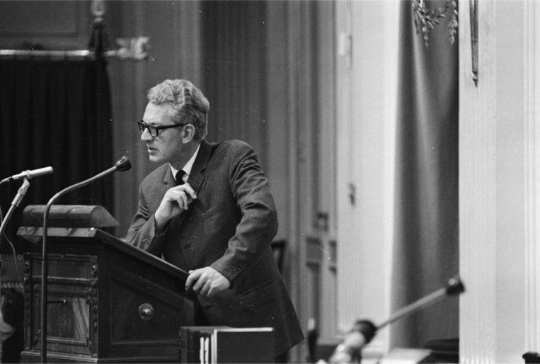 De Communistische partijleider Marcus Bakker in debat in de (oude) Tweede Kamer in 1966. Beeld ANP