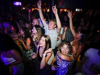 IN BEELD. Britse nachtclubs gooien voor het eerst in 16 maanden hun deuren open