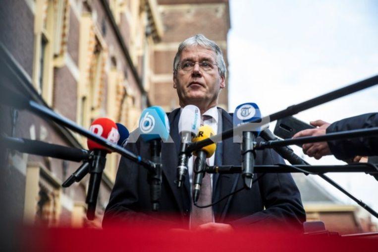 Arie Slob staat de pers te woord na ophef over homo-onvriendelijke identiteitsverklaringen op reformatorische scholen. Beeld ANP