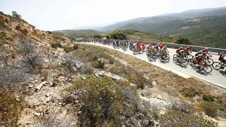 Het peloton tijdens de tweede etappe van de Giro. Beeld afp