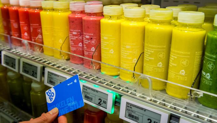 Klanten betalen snel door een speciale kaart te scannen