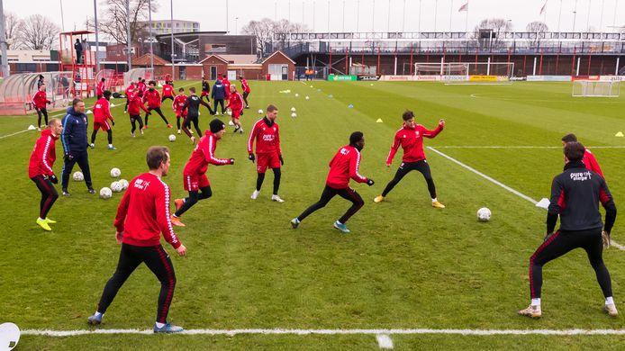 De selectie van FC Twente deze week tijdens de training.