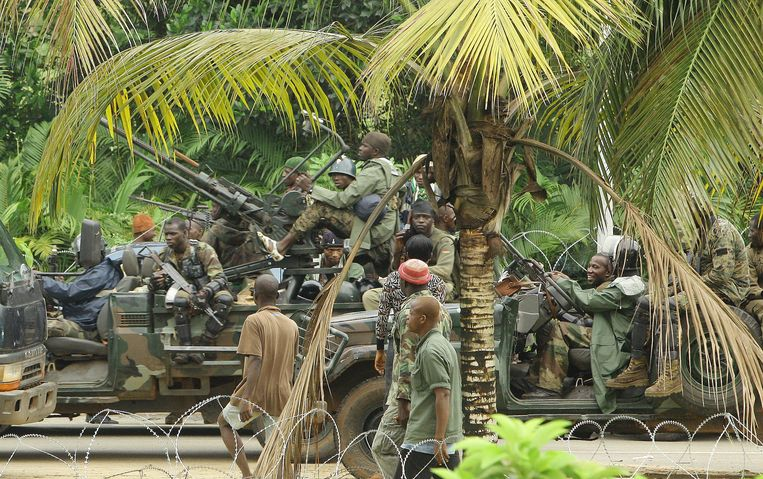 Pro-Ouattara fighters of the FRCI (Republican Force of Ivory Coast) prepare for the so-called