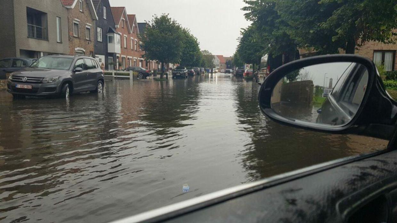 In Knokke stonden plots ook heel wat straten blank. Beeld Vincent Opstal