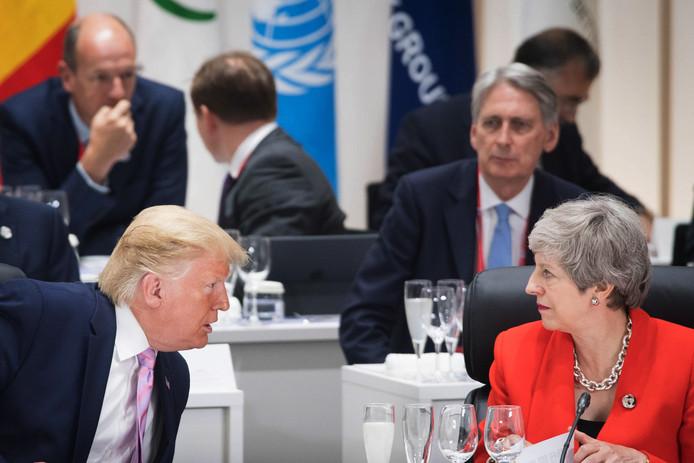 Donald Trump en discussion avec Theresa May lors du G20 à Osaka, au Japon, le 28 juin 2019.