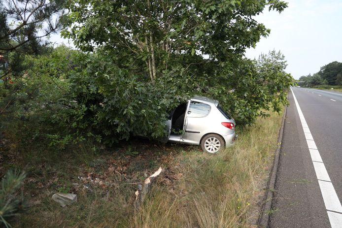 De auto was in de bossen beland tussen de A12 en A50.