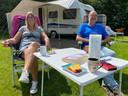 Henk Zwart en Aly Visser uit Stiens staan deze zomer op camping Hoeve Springendal in Hezingen.