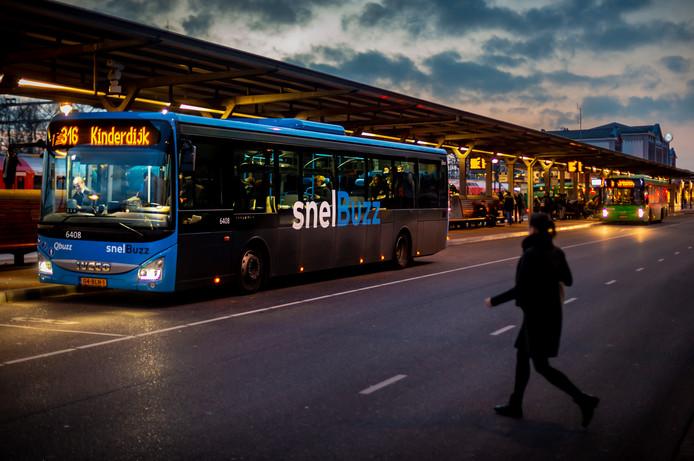 Qbuzz nam begin december het busvervoer over in de regio.