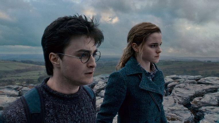 Daniel Radcliffe en Emma Watson in The Deathly Hallows: Part 1. Beeld