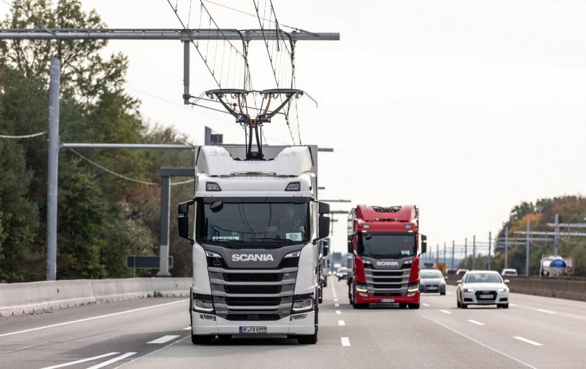 Trucks met bovenleiding.