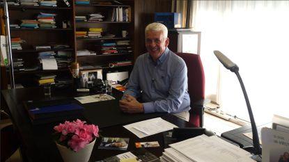 VIDEO. Binnenkijken in het échte kantoor van meneer de burgemeester, Walter De Donder