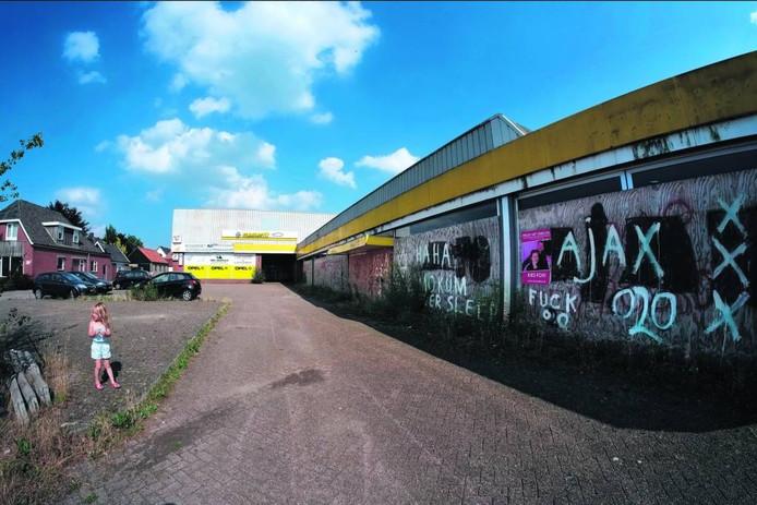 De verwaarloosde garage aan de Waliënsestraat in Winterswijk.
