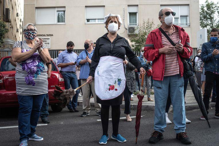 Demonstratie in de wijk Villaverde. Beeld César Dezfuli