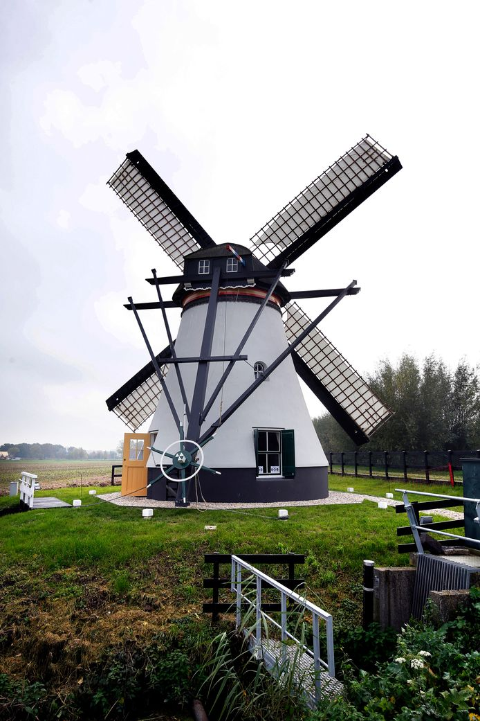 De Souburgse molen werd onlangs compleet gerestaureerd.