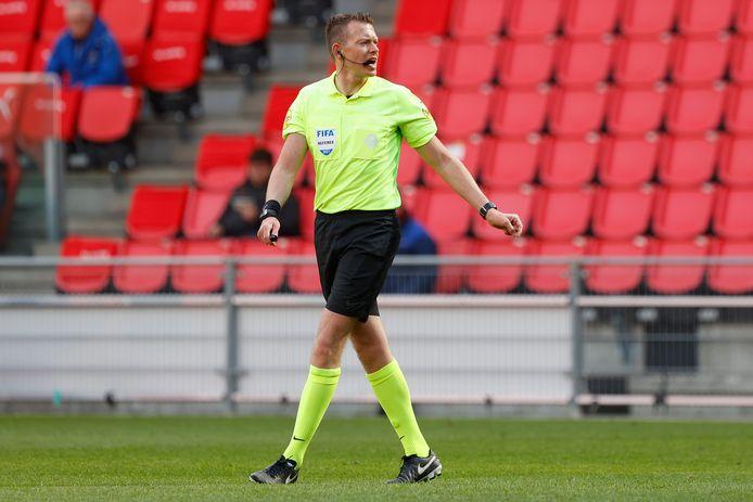 Allard Lindhout leidde gisteren het duel tussen PSV en Heerenveen.