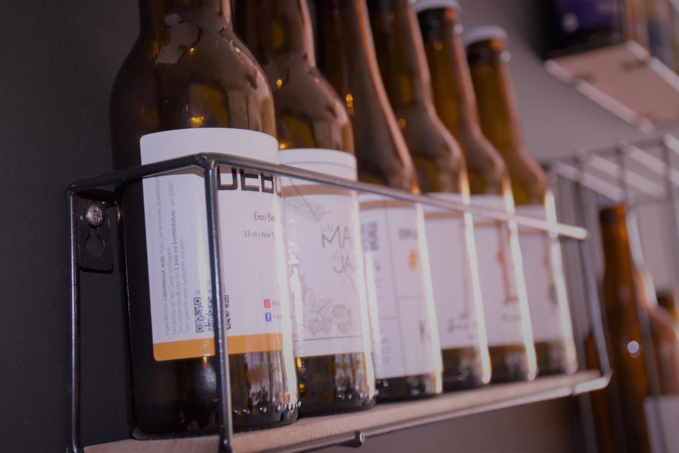 Enkele bieren die te verkrijgen zijn in de zaak.