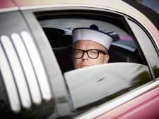 Handtekeningen GeenPeil in roze limousine naar Heerlen