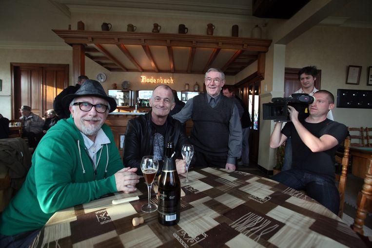 Jean Blaute en Ray Cokes te gast in café De Engel voor de opnames van de tweede reeks van het Canvasprogramma 'Tournée Générale' in 2011.