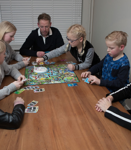 Televisie uit en samen spelletjes doen: Raalter gezin houdt moderne vastentijd
