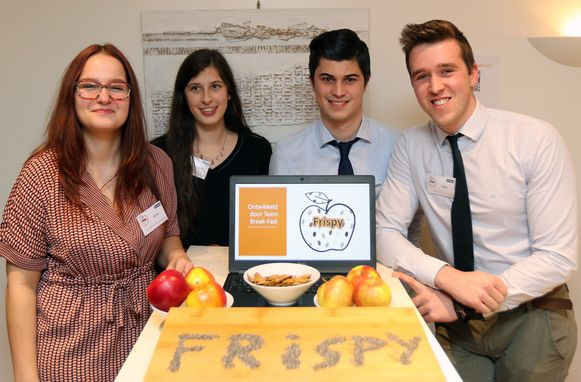 Romy Huysmans, Chiara Moons, Nick Kerremans en Gillis Lambrechts bedachten Frispy, gezonde en duurzame ontbijtvlokken.