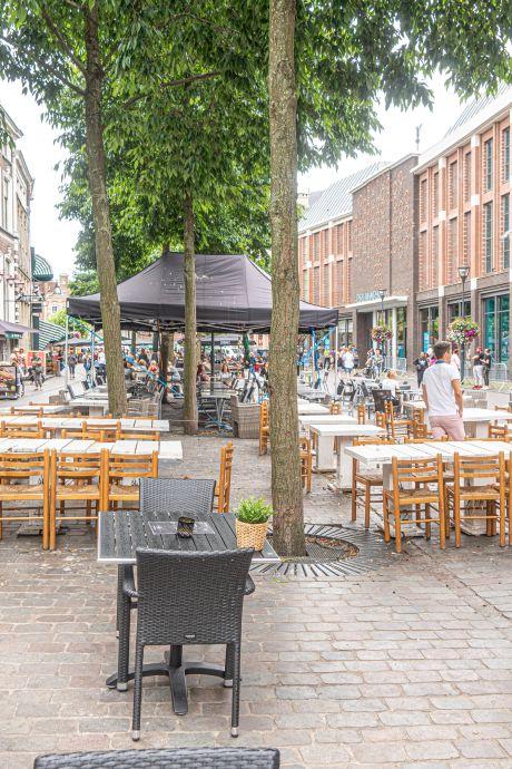 Reserveringen voor terras stromen binnen bij Zwolse restaurants: 'Binnen een kwartier had ik er honderd'