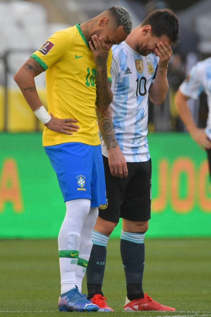 Neymar en Messi, ploegmakkers bij PSG, kunnen hun ogen niet geloven.