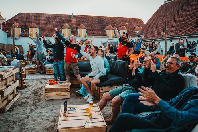 Bar Abbaye, tijdens de uitzending van de WK-match tegen de Denen.