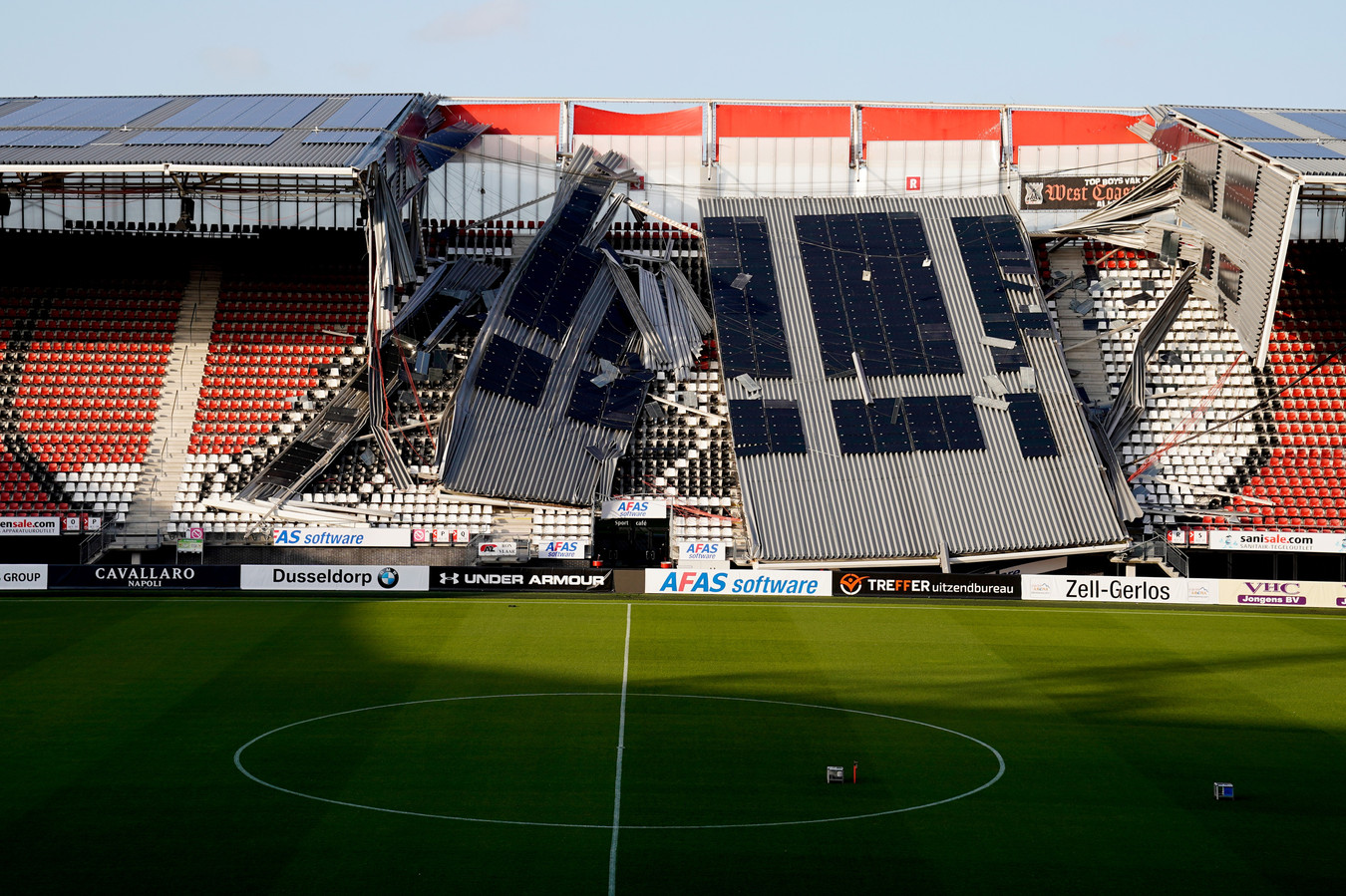 10 augustus 2019: een gedeelte van het dak van het AZ-stadion stort in. Er vallen geen slachtoffers.