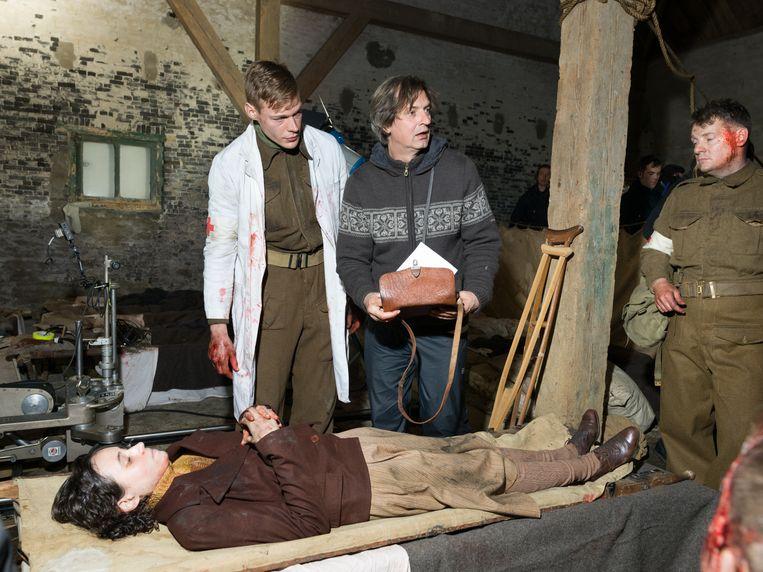 Regisseur Van Heijningen en acteurs op de set van De slag om de Schelde. Beeld Ivo van der Bent