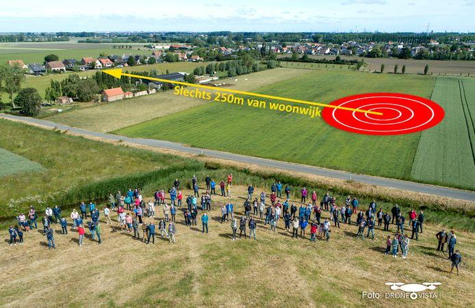 Met een drone en een simulatiebeeld hebben de bewoners van de Vagevuurwijk vorig jaar al een beeld gemaakt van waar de windturbine bij Zuienkerke zou komen.