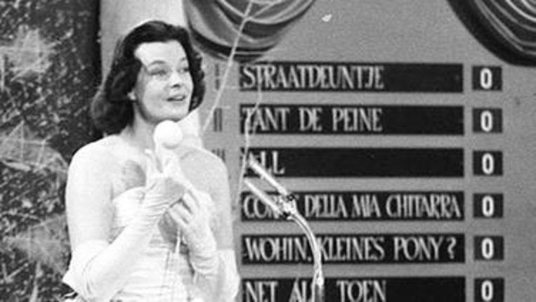 De Duitse zanger Margot Hielscher tijdens het songfestival in 1957. Beeld -